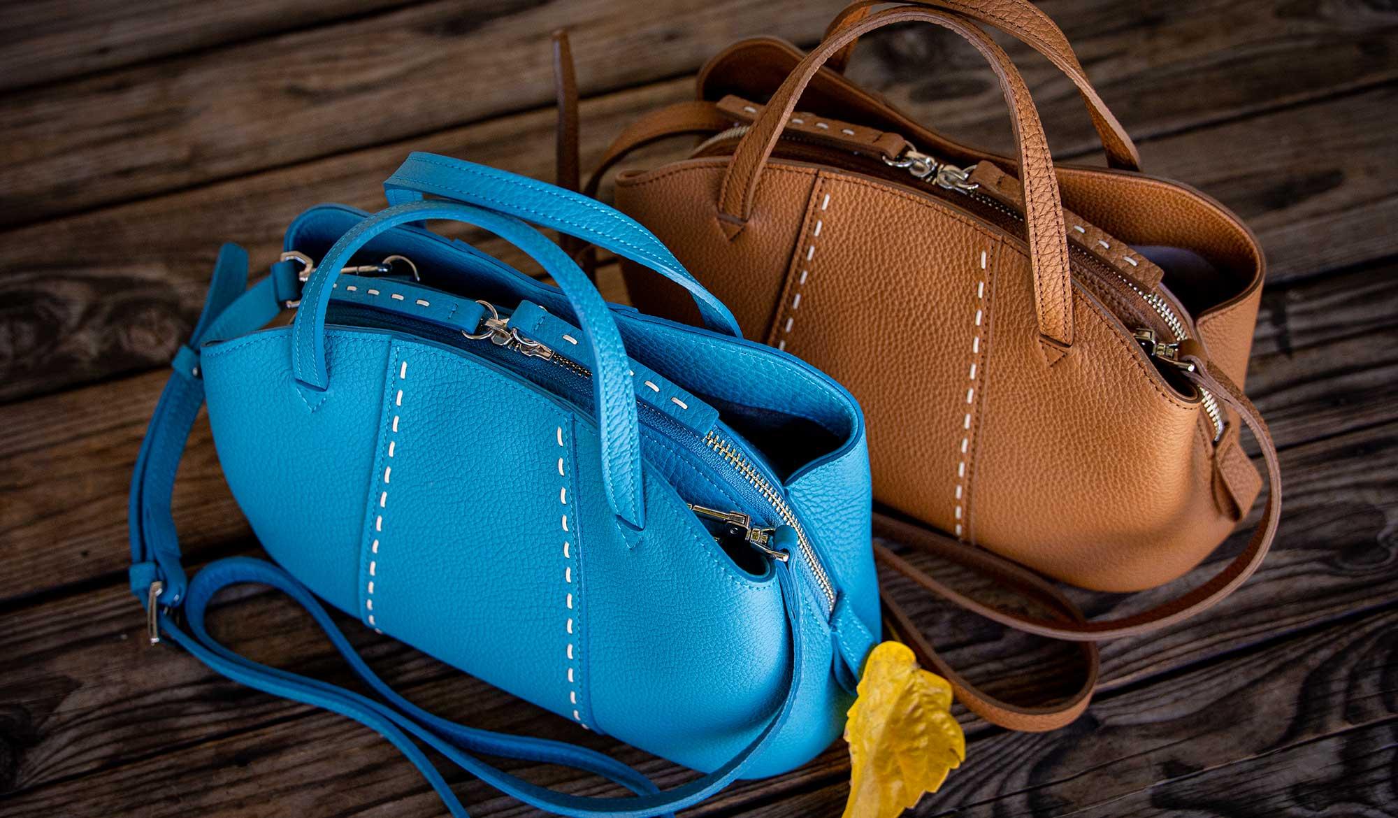 最高級シュリンクレザー・エスポワール(トゴ)で造る、大人フェミニンなデザインでも気分を変えてガーリースタイルに着こなせる器用な本革2WAYショルダーバッグ。