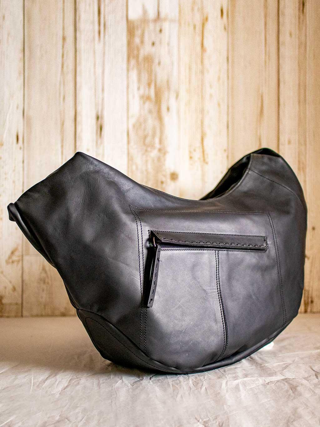 イタリア産のオリジナル・ジャカード生地で仕上げるバッグは使い心地も気持ちよく毎日活躍するショルダーバッグ