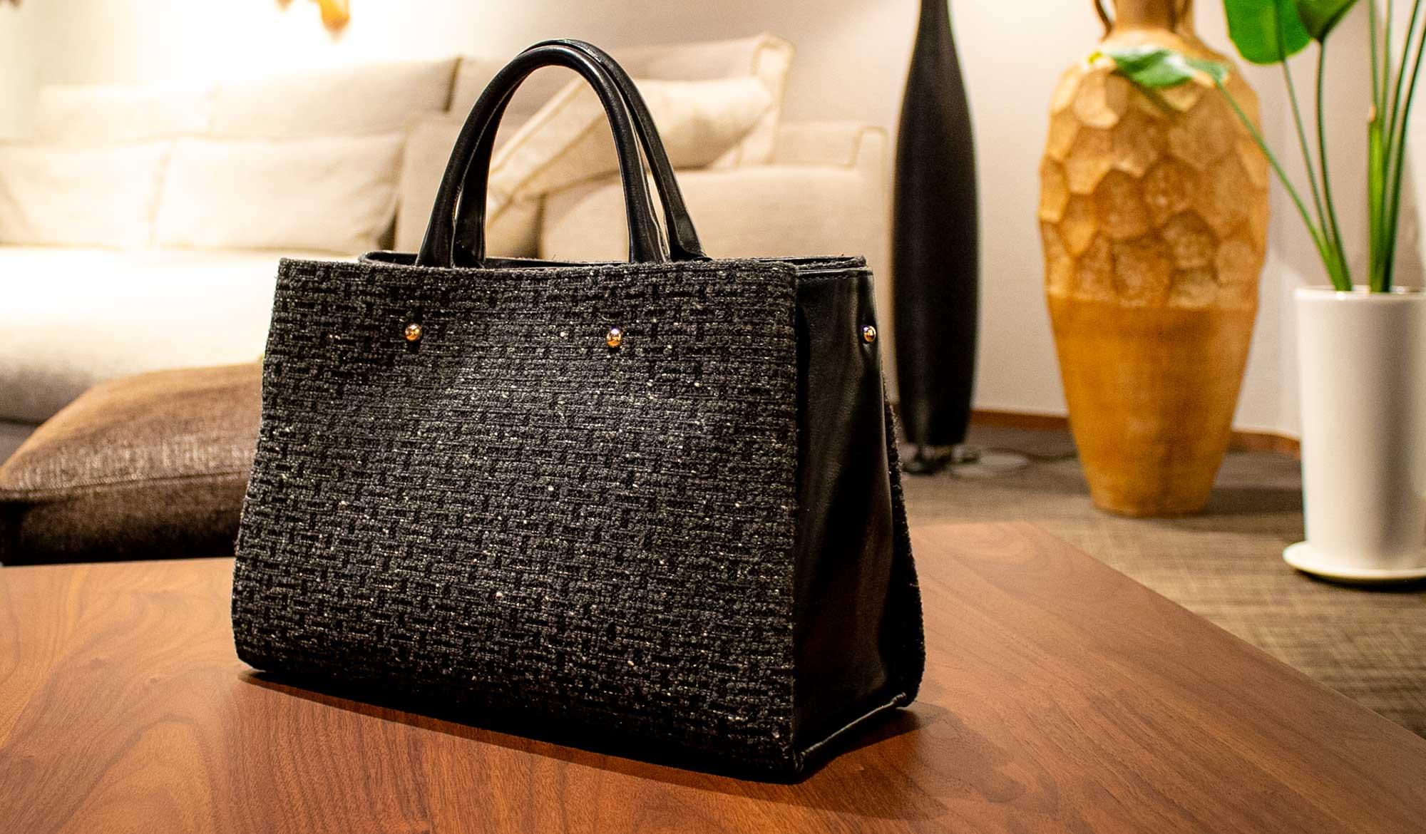 温かみのある美しいツイード、秋冬コーデにぴったりのエレガントで大人可愛い本革バッグ。