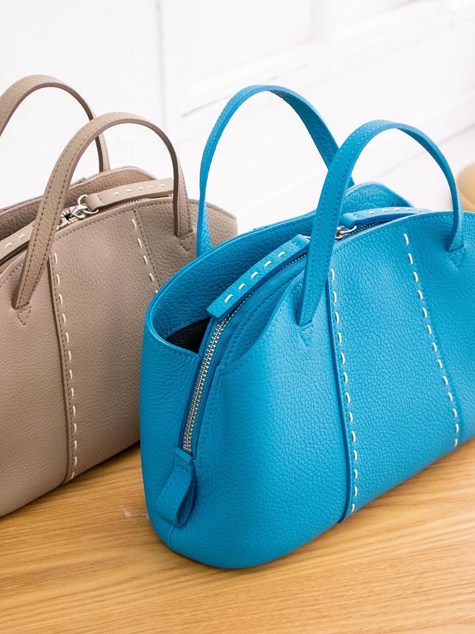 とても上品でフェミニンで大人可愛い本革バッグ。