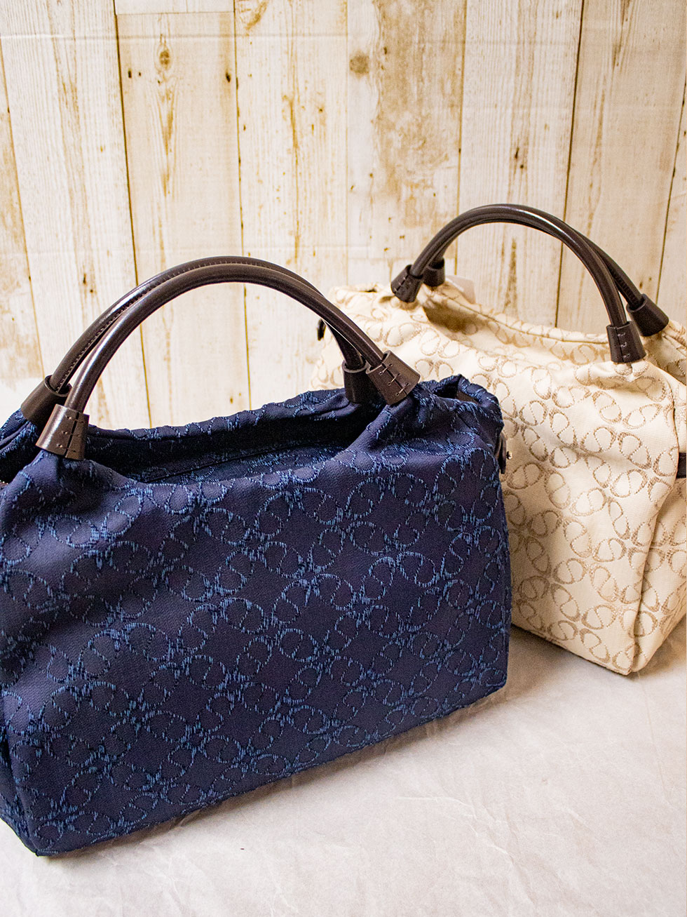 イタリア産のオリジナル・ジャカード生地で仕上げるバッグは使い心地も気持ちよく毎日活躍するバッグ