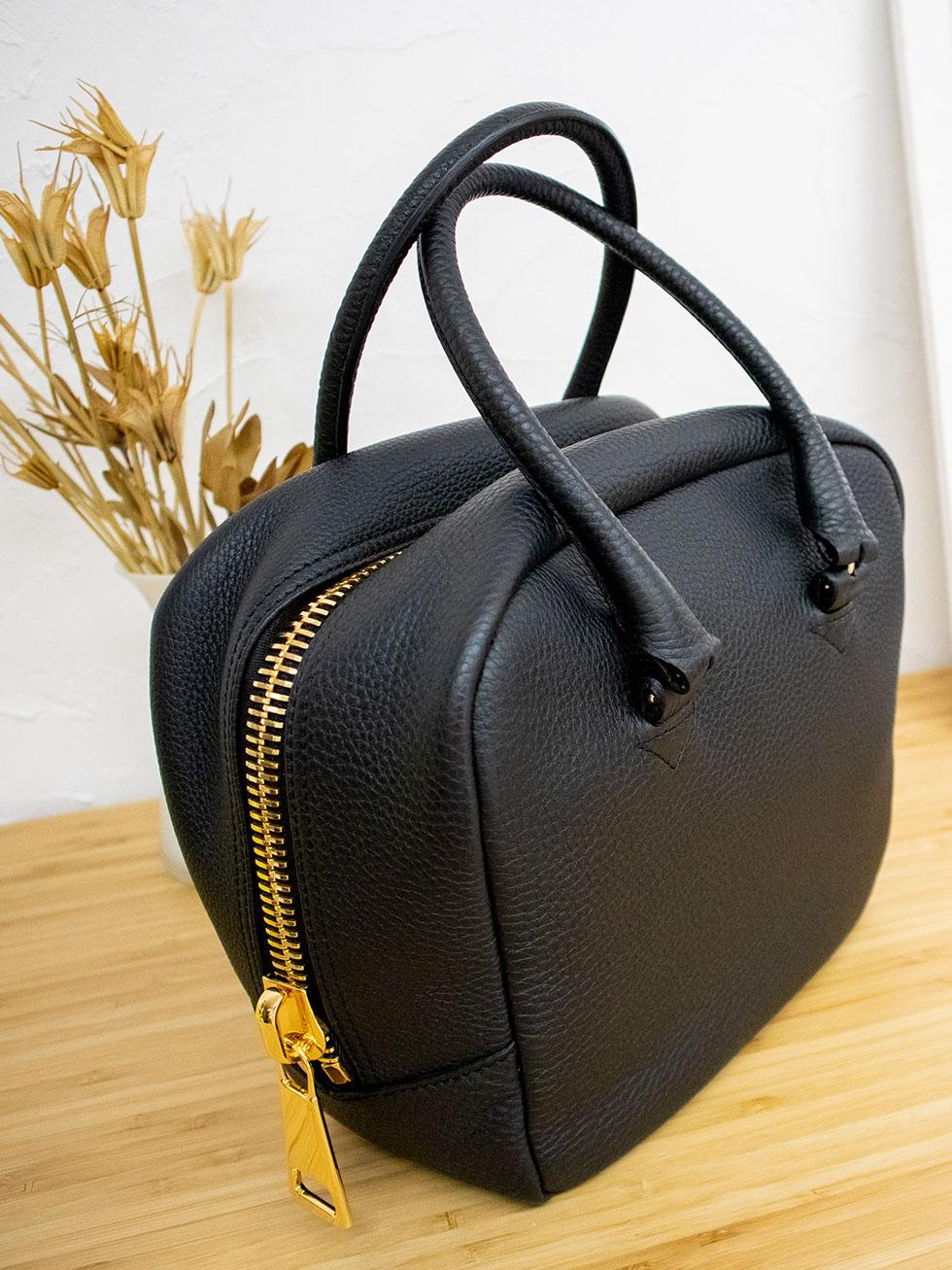 コロンと愛らしい本革ハンドバッグの「NIKO」