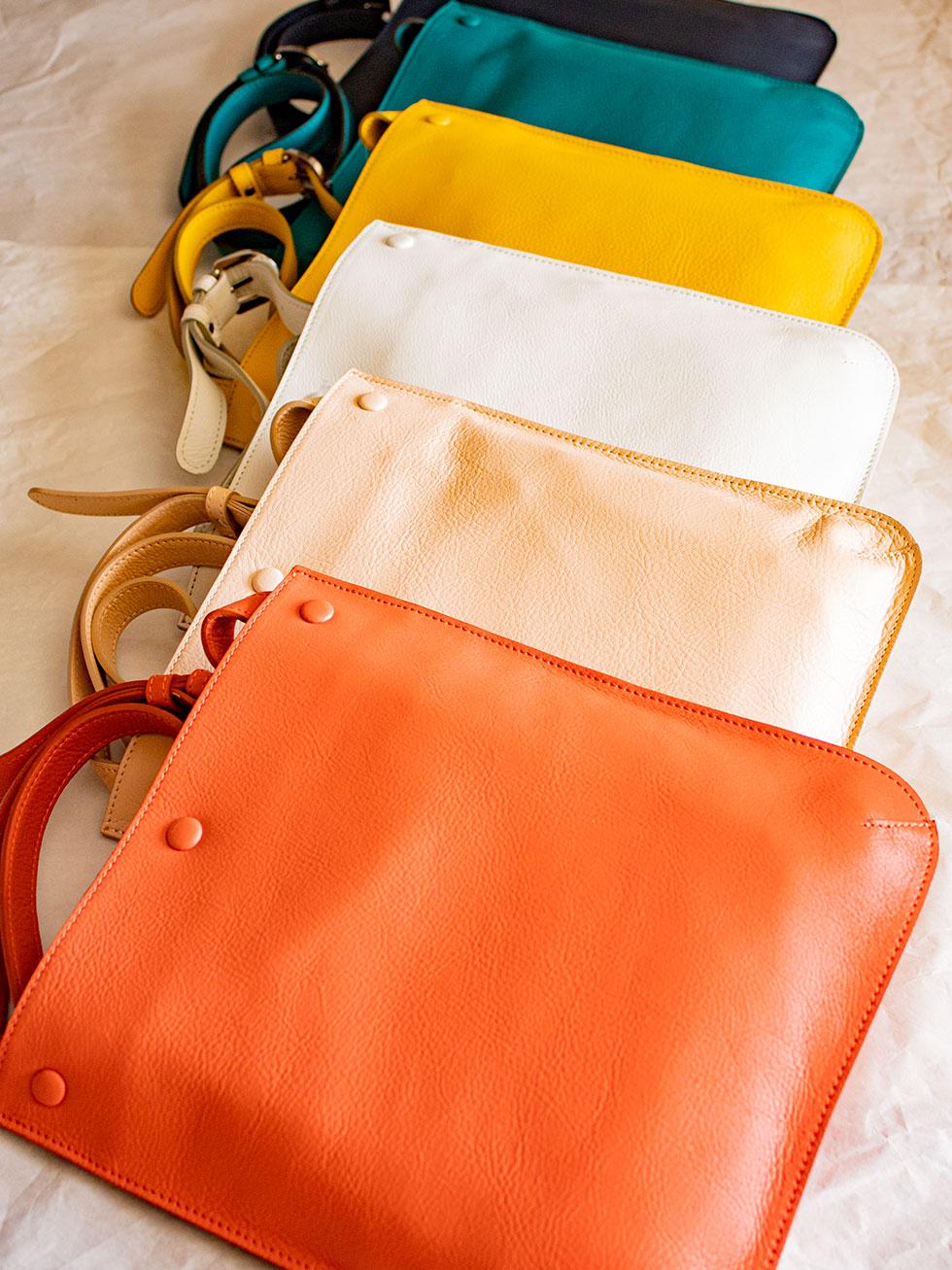 旅行や散歩、カフェ巡り、季節や好みに合わせて持てるカラフルなショルダーバッグ
