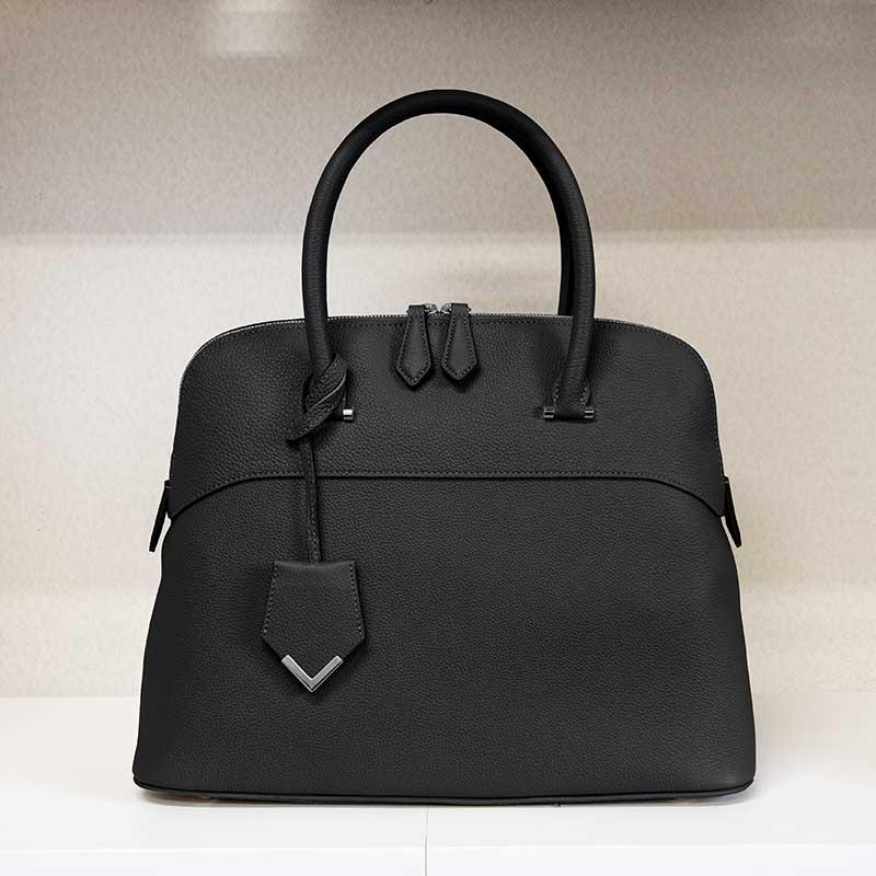 世界のハイブランドではトゴの名で愛されている最高級品と名高い希少なキップシュリンクレザーで仕上げる日本製「NAGATANI」定番で人気ナンバーワンのブガッティ型 本革ハンドバッグ『EMMA』BLACK [ブラック]