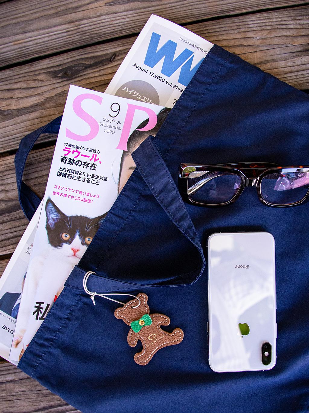 B4サイズの書類、ノートパソコン、大きめのファッション誌などを楽に収納でき、ちょっとしたお買い物、子供の通園・通学や習い事に便利なレッスンバッグ。