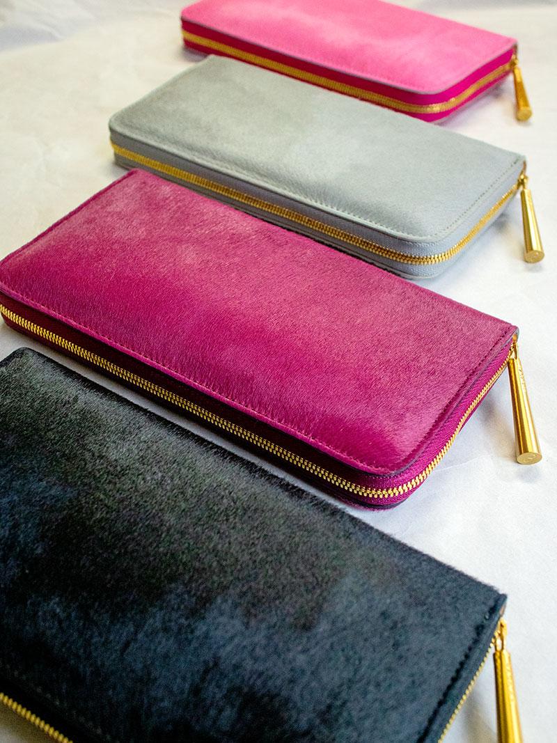 色鮮やかで透明感のあるベビーカーフが、あなたの艶やかで柔らかいやさしさを引き立てる「NANCY」