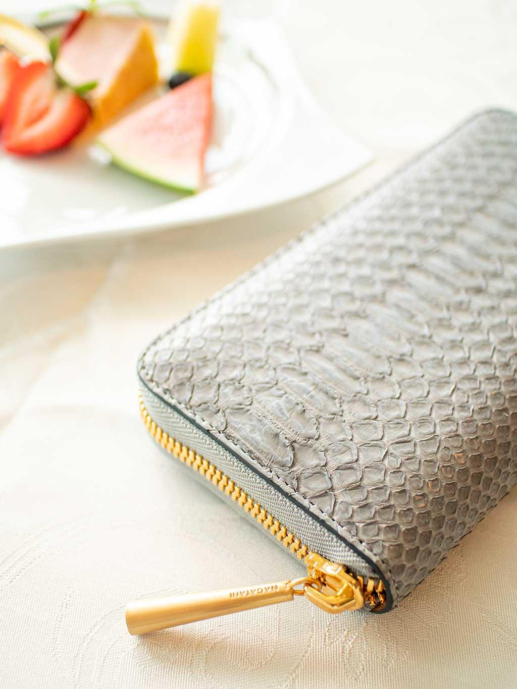 小さくて、お手頃なのに高級感のある質感が魅力的な本革スモールウォレット・ミニ財布。