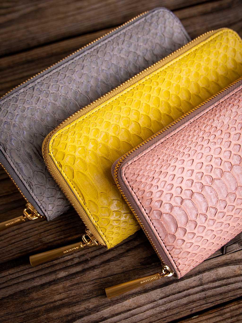 小さくても収納力がある機能性が魅力的な本革スモールウォレット・ミニ財布。