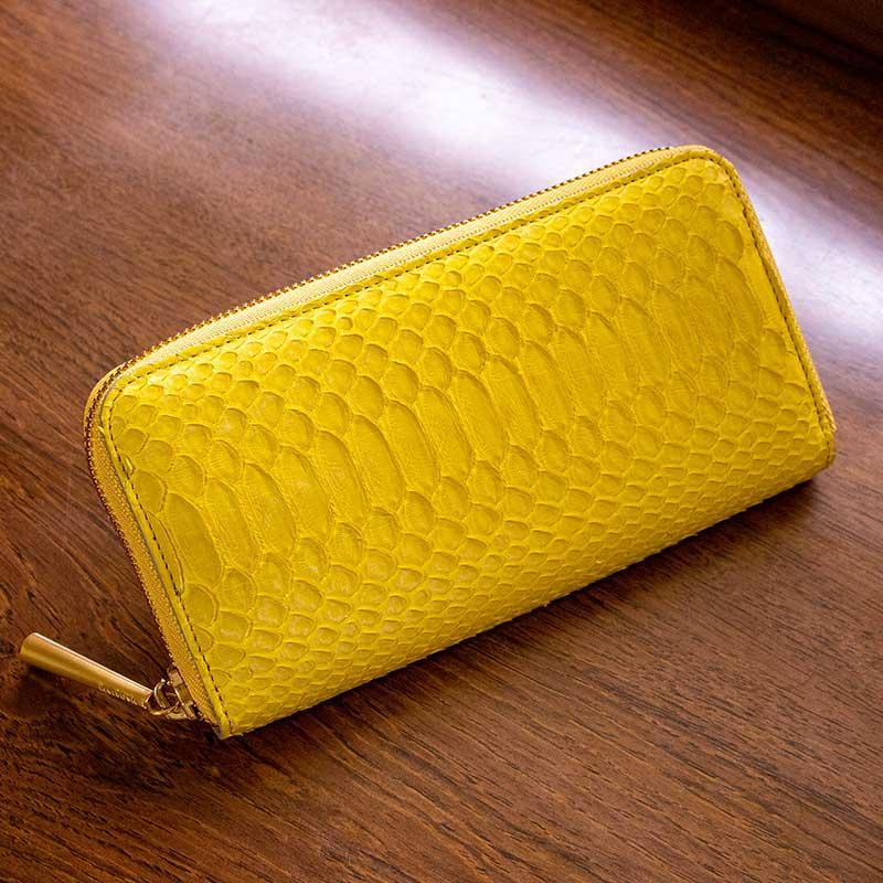 日本製 NAGATANI 金運アップの縁起物、ダイヤモンドパイソンレザーの本革ウォレット(ラウンドファスナー長財布)『POWDER [YELLOW]』財布の新調にぜひ。