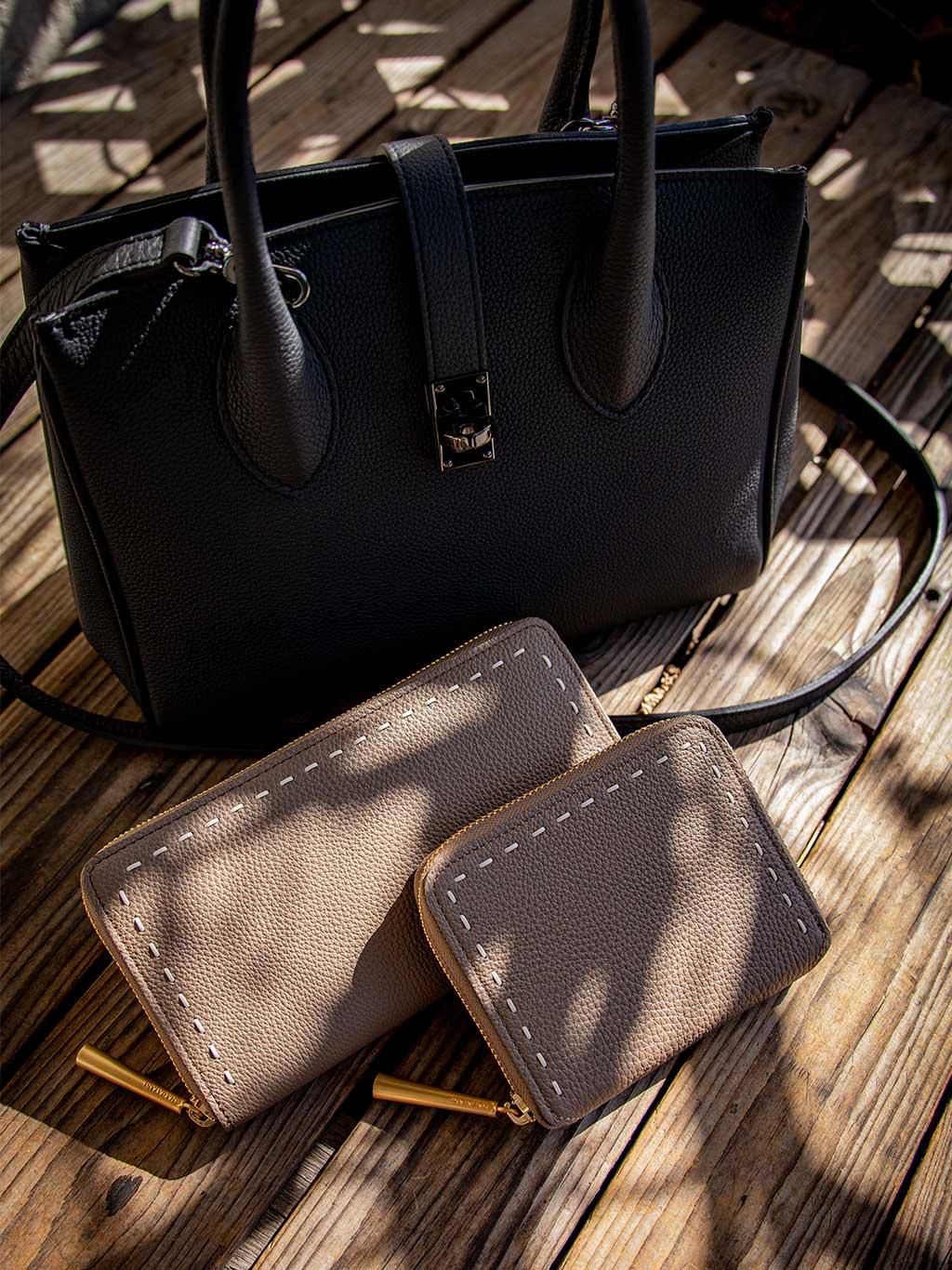日本製 NAGATANI 最高級シュリンクレザー・エスポワールで造るロングセラーで人気のラウンドファスナー長財布『SAHO』と二つ折財布『BONNY』にOAK(通常色)が登場。